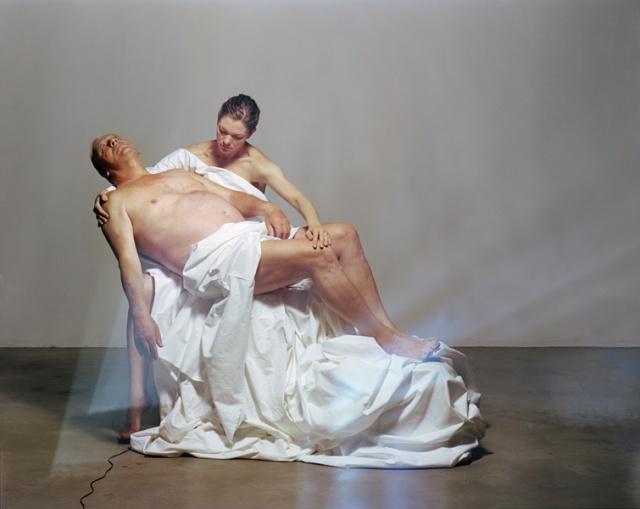 Julia Krahn, Vater und Tochter, 2011, Analoge Fotografie, Druck auf Aluminium