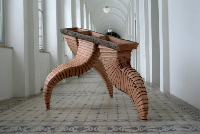 Thomas Breitenfeld, Hystrix, 2013, Lärchenholz, Zahnstocher, 200 x 300 x 170 cm (Ausstellungsansicht AdBK, München)