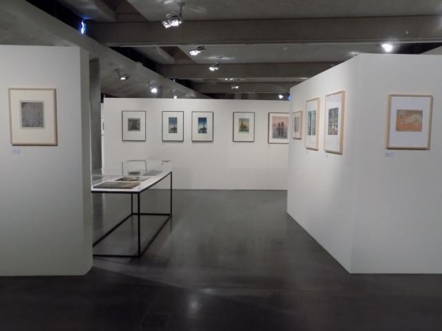 Kunsthaus Kaufbeuren, Ausstellung CROSSING CULTURES, Raumansicht mit Werken von Carl Thiemann und Hans Neumann