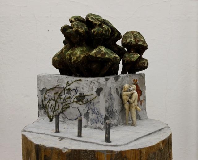 Philipp Liehr, Halle Nightlife, 2016, Fichte, Acryl, Gips, 40 x 30 x 35 cm