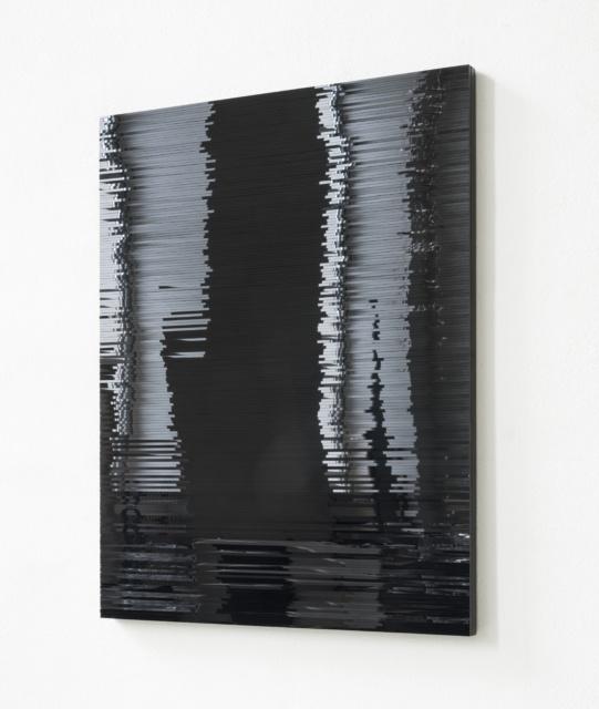 Installationsansicht: Julia Schewalie, Stripes #2, 2013, Acrylglas und Holz, 50 x 40 cm
