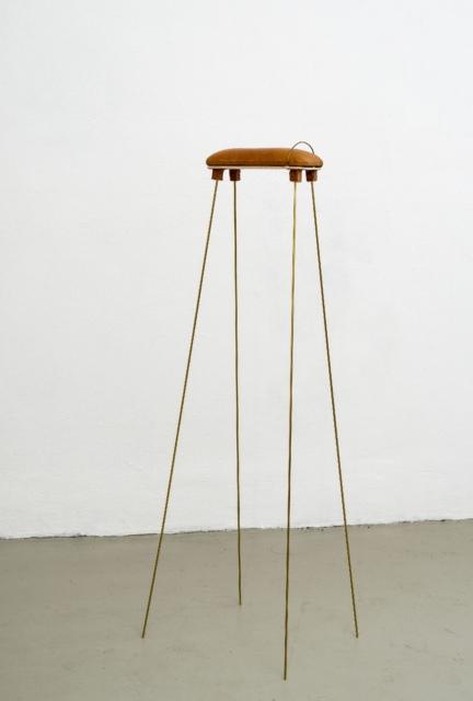 Judith Egger, Streckbock, 2015, Ziegenleder, Messing, Balsaholz, 104 x 30 x 25 cm
