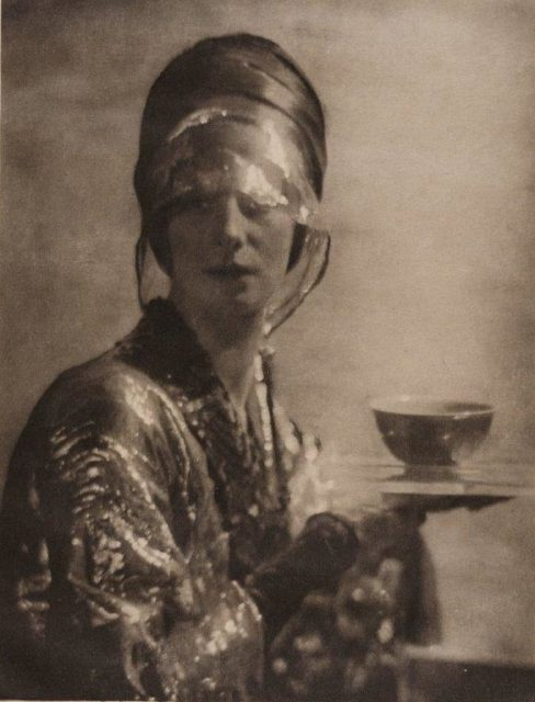Adolphe de Meyer, The Cup, 1912, Heliogravüre,
