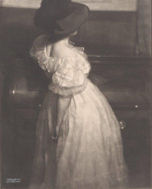 Heinrich Kühn, Miss Mary, 1908, Platinotypie und Gummidruck auf Japanpapier,