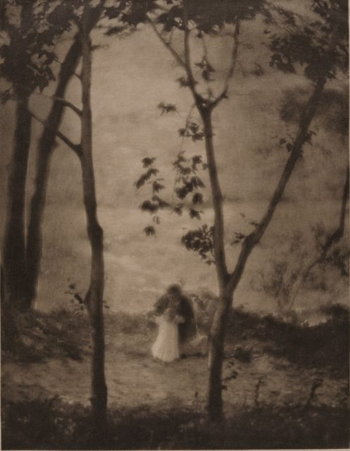 Edward Steichen, Mary learns to walk, 1913, Heliogravüre,