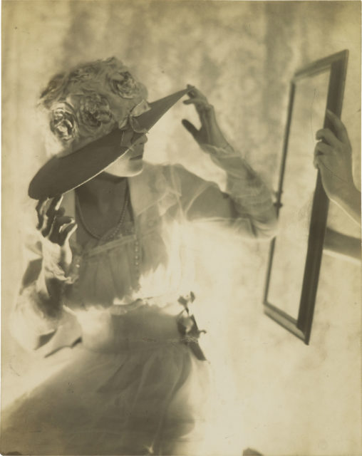 Adolphe de Meyer, Ohne Titel, um 1925, Edeldruckverfahren,