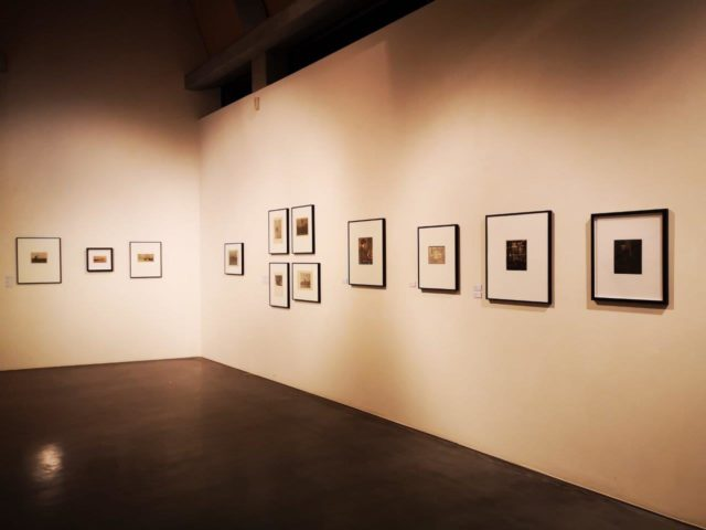Ausstellungsansicht STRIKE A POSE. Intuition und Inszenierung