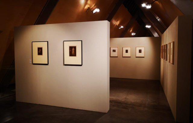 Ausstellungsansicht STRIKE A POSE. Intuition und Inszenierung, 2. OG