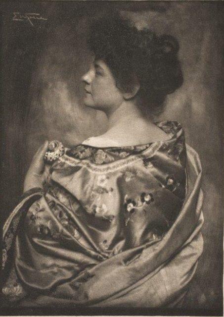 Frank Eugene, Kimono - Frl. v. S., um 1907, Heliogravüre,