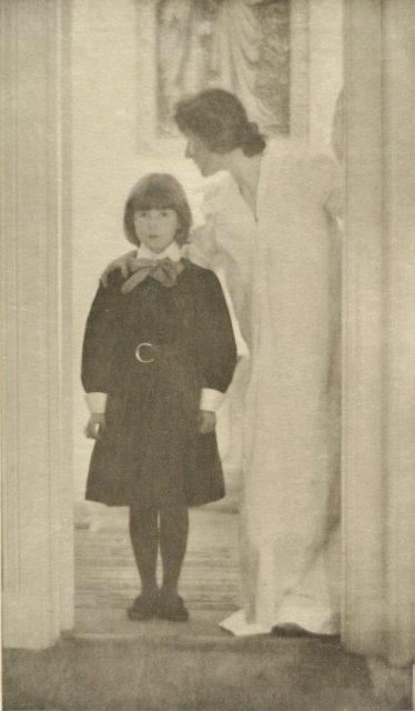 Gertrude Käsebier, Blessed Art Thou Among Women, 1903, Heliogravüre, publiziert in Camera Work,