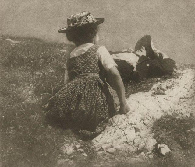 Heinrich Kühn, Ohne Titel (Lotte und Hans Kühn), um 1912, Gummidruck,
