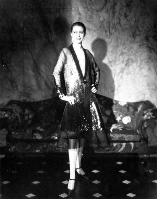 Edward Steichen, Cheruit Gown (Marion Morehouse - Mrs. E.E. Cummings), 1927, Silbergelatineabzug,