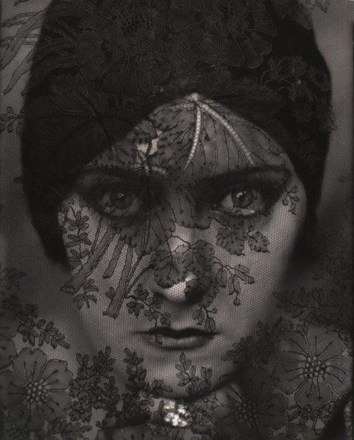 Edward Steichen, Gloria Swanson, 1924, Silbergelatineabzug (Reprint auf Hahnemühle), publiziert in Vanity Fair,