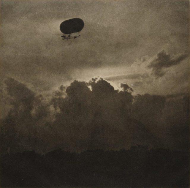 Alfred Stieglitz, A Dirigible, 1910, Heliogravüre, publiziert in Camera Work 1911,