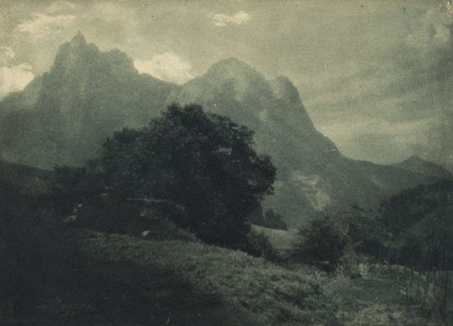 Hans Watzek, Gebirgslandschaft (Schlern - Kastelruth), um 1899, mehrschichtiger Gummidruck,
